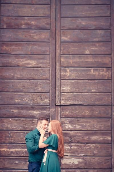 Pose ideas for wedding photography or engagement shoot ideas 50's engagement fidanzamento love session coca cola
