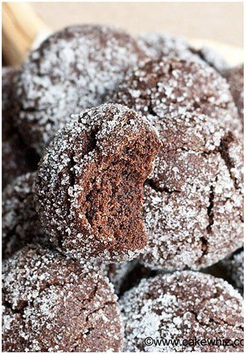 This quick and easy mocha crinkle cookies recipe is packed with chocolate, coffee/ espresso flavors. They are crispy on the outside but soft on the inside.