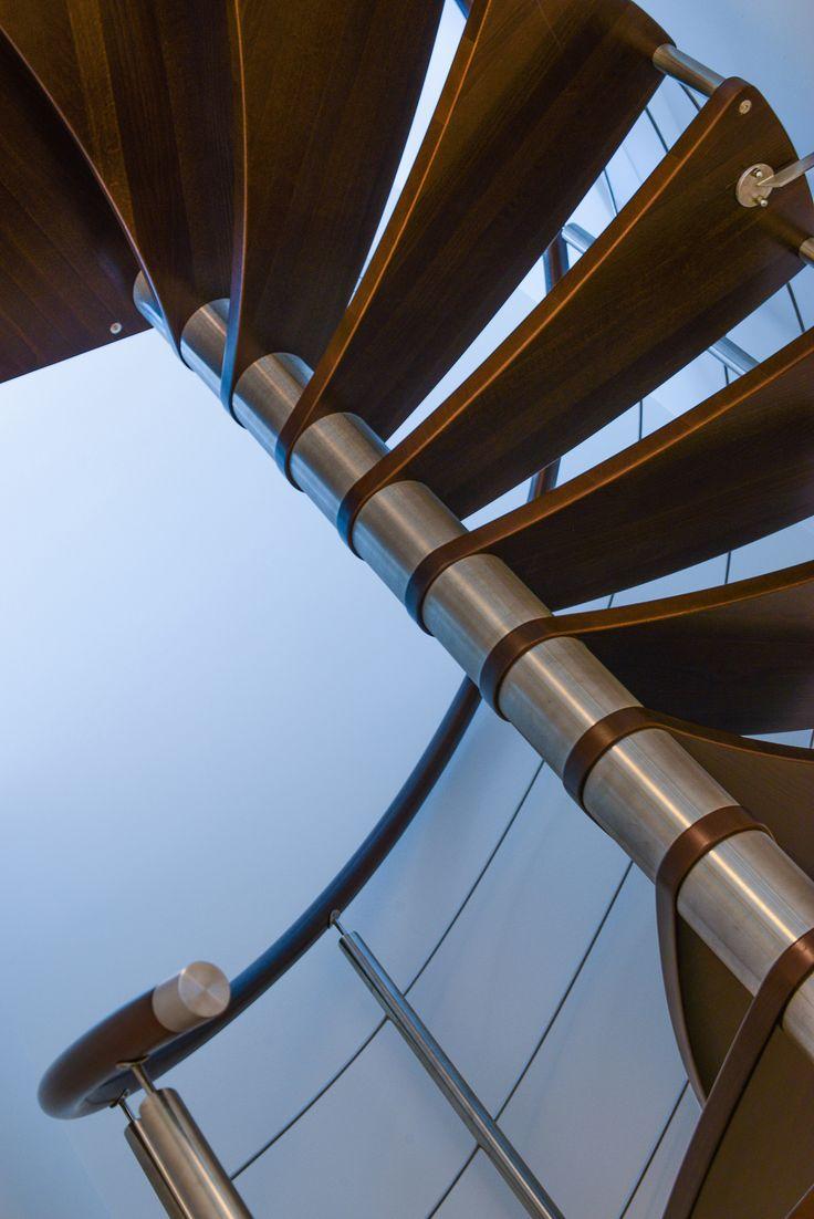 En vacker spiraltrappa binder samman lägenheterna på plan 9 och 10 på Matadorgatan 2 i Halmstad.