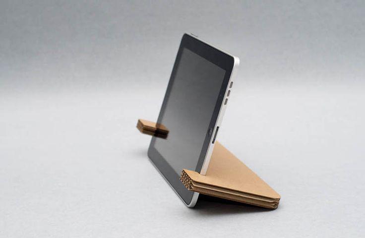 Papercrafts est un support pour tablette fabriqué à partir de carton