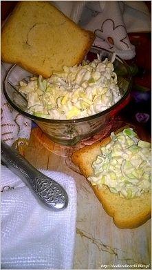 Zobacz zdjęcie Szybka i prosta sałatka z pora i jabłka. Przepis po kliknięciu w zdjęcie.