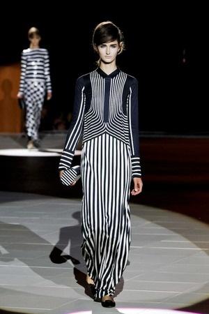 Marc Jacobs vai de ultragrafismo em contrastes em desfile de verão 2013 na semana de moda de Nova York | Chic - Gloria Kalil: Moda, Beleza, Cultura e Comportamento