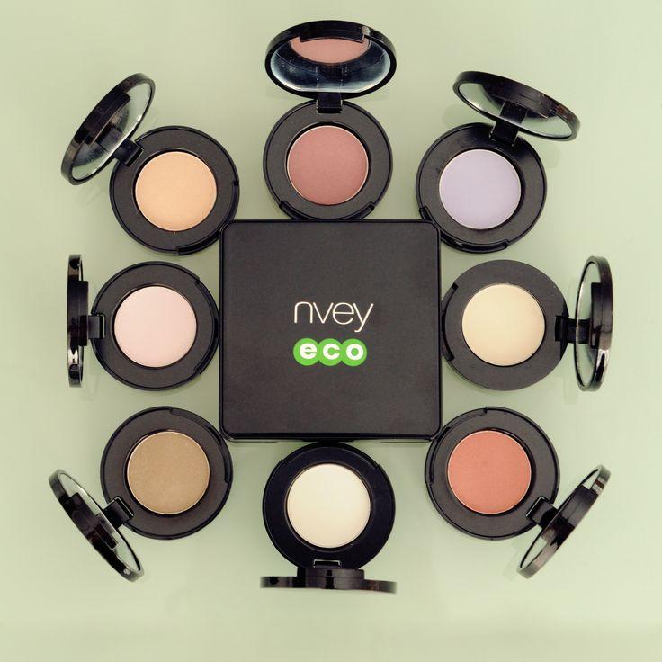 Az NVEY ECO szemhéjpúdereit 24 árnyalatban vásárolhatod meg. A természetes púderek gyönyörű árnyalatait ásványi pigmentek biztosítják. Nem tartalmaznak káros adalékanyagokat. Mentesek a mesterséges illatanyagoktól és színezékektől.