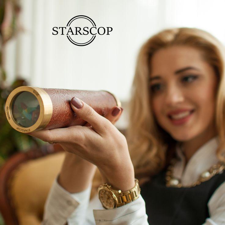 #калейдоскоп #подарок #vip #вдохновение #дорогойподарок #luxurygift #gift #kaleidoscope #expensivegift #калейдоскопы Уникальный калейдоскоп ручной работы Italy. * Позолоченные кольца 585 пробы, возможна гравировка вашим текстом; * В узорной камере используются ювелирные камни и витражные стекла; *Отделка рукоятки из итальянской кожи, также в наличии есть кожа питона, игуаны, ската и крокодила; *Наши ювелиры готовы сделать калейдоскоп по вашему дизайну или разработать его; Цена 150$