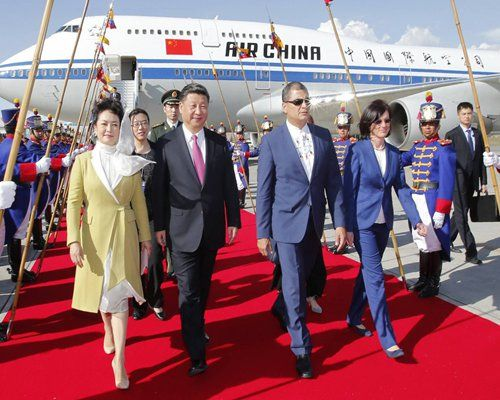 Chinese President Xi Jinping arrives at Quito on Thursday afternoon, kicking off his first state visit to Ecuador and his third visit to Latin America since he took office in 2013. Ecuadorian President Rafael Correa was on hand to welcome Xi at the airport. Photo: Xinhua