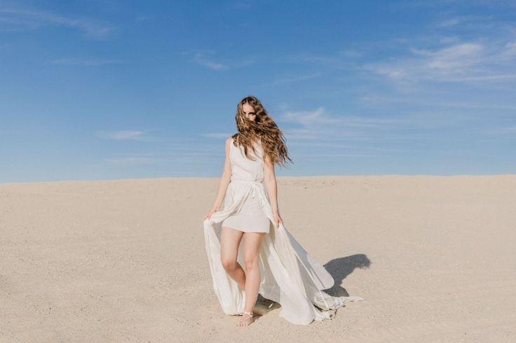 Hey Darling wedding dress - photograpy: Just Stay Natural; hair: Kornél Hairbert; make up: Szlamizita; flowers: Frida Virágműhelye; concept: The tthan's brides blog; cake: Egy csipet torta