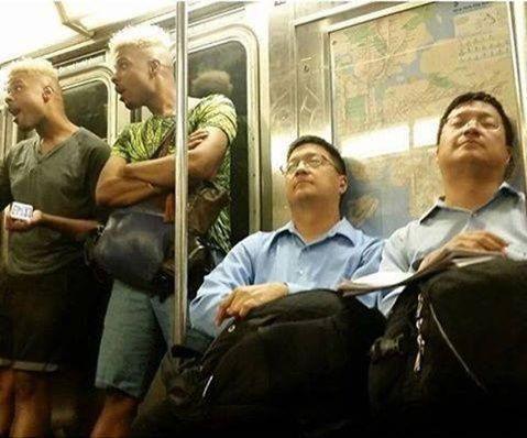 Vemale.com: Kembar tapi Beda: Awas Foto Ini Bikin Bingung Sekaligus Ngakak!