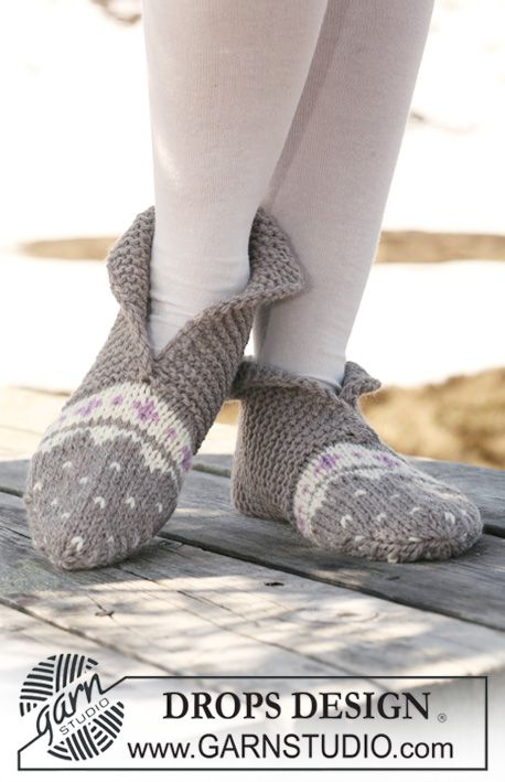 "Knitted DROPS slippers in garter st and multi coloured pattern in ""Alaska"". ~ DROPS Design"
