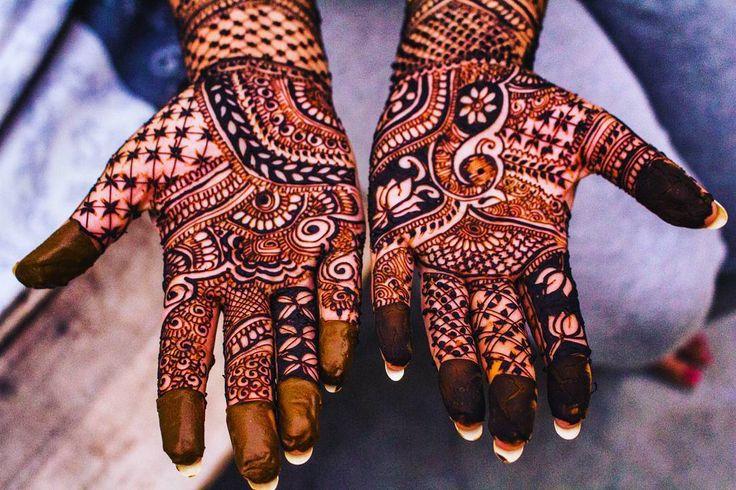 Hands of Love. . . . . #henna #mehendi #design #Desi #India #indian #indiagram #culture #hands #beauty #art #hennatattoo #hennaart #wedding #indianweddings #Lucknow #love #indiaphotos #jj_India #weeksbest #jj_forum_2083 #storiesofindia #_soi #yourshot_india