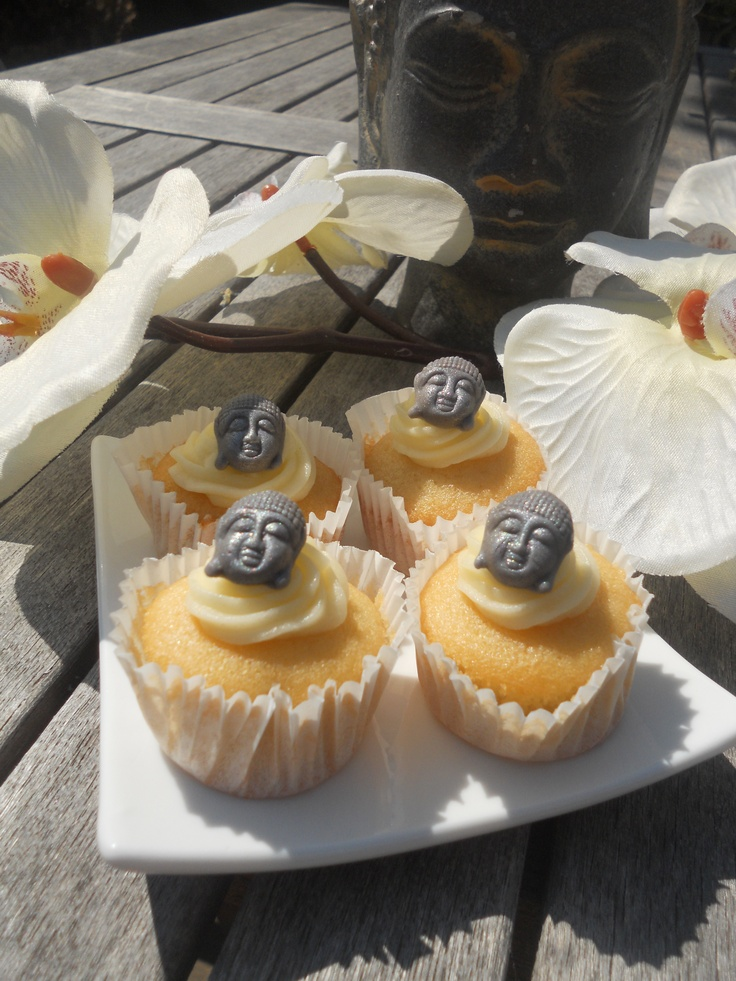 Buddha mini cupcakes. Lemon cake with a lemon and lime buttercream. www.taart-deco.nl
