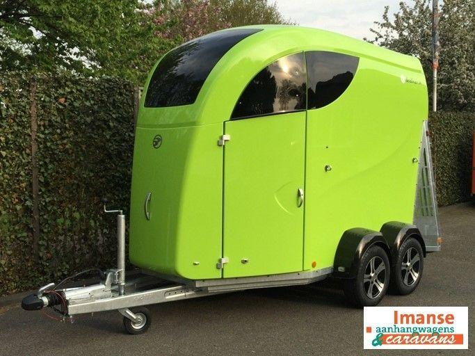 Mooi groen is niet lelijk ;-) Klik snel hier: http://www.imanse.nl/aanhangwagens/paardentrailers/careliner-paardentrailers/careliner-bucker-2paardstrailer-limegroen#utm_sguid=155857,5d3dfae0-fc68-8845-2fdd-41b15a3c3869