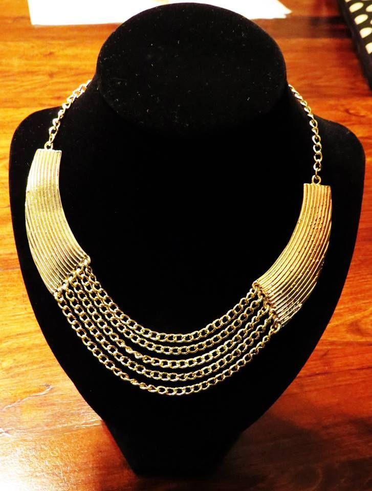 Collar Tipo Babero Dorado Claro Valor $6.000