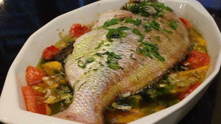 Ingredientes:- 2 kg de peixe (linguado, pescada, namorado, robalo, dourado)- 2 dentes de alho picados e amassados- Caldo de 2 limões- Cheiro verde picado a...