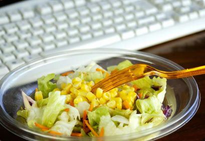 Les ofrecemos aquí diez recetas muy saludables, bajas en calorías y muy fáciles de preparar, que podrán llevarse a su lugar de trabajo.