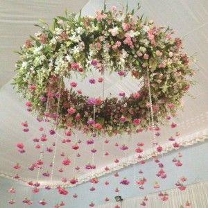 Coronas de Flores Colgantes en alquiler para bodas o eventos.  www.royalevents.es