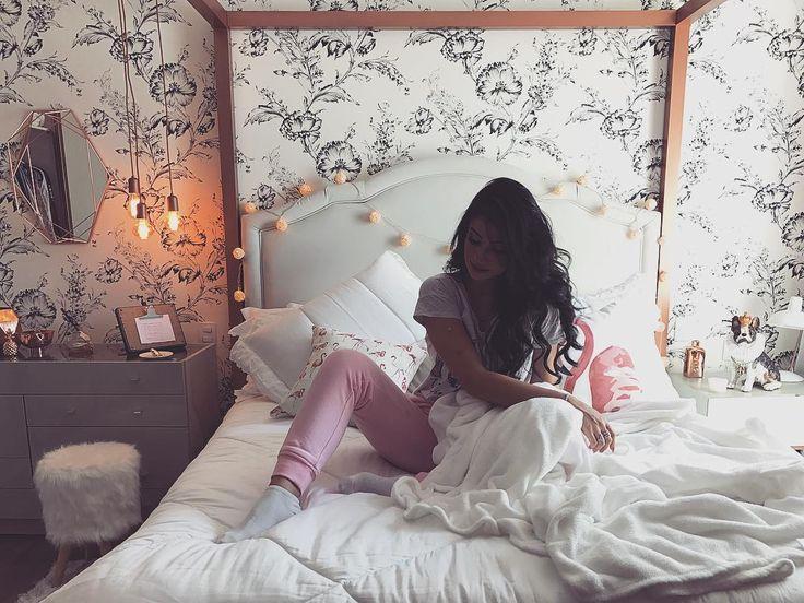 """271.8 mil curtidas, 1,768 comentários - Bianca Andrade (@bocarosablog) no Instagram: """"Meu canto, meu sonho realizado Como faço com a saudade de casa? #NãoAguentei #Postei #Spoiler"""""""