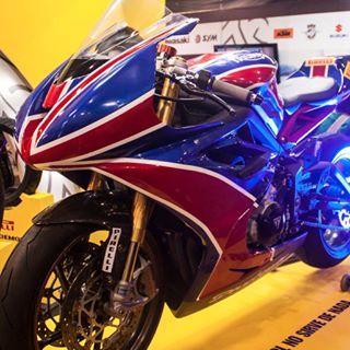 #awesome #instalike #instamood #instaphoto #instapic #triumph #triumphmotorcycles #triumphmotorcycle #motorcycles #motor #england #british #britain #unionjack #britishmotorcycle #motogo #motogo2015 #mutistown #bogota #colombia #pirelli
