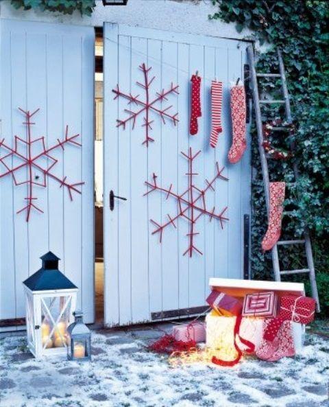 76 Inspiring Scandinavian Christmas Decorating Ideas | DigsDigs-glued craft sticks painted red