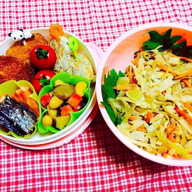 低炭水化物ダイエット4日目のお弁当は、昨日のたけのこと鶏肉の野菜炒めに乾煎りした木綿豆腐をイン!美味しいし、満腹感もあってリピ決定のおかずです。  たけのこと鳥ひき肉&豆腐の野菜炒め ササミとチーズのフライ 豆の五目煮 焼き鮭 レンコンと豆腐のハンバーグ プチ  ✨スタートからマイナス1.2Kg - 19件のもぐもぐ - 低炭水化物ダイエット4日目⭐️ ごはんの代わりは豆腐炒め❤️ by happykuchiko