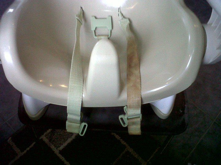 Cleaning booster seat straps/seat belt with ENJO textile glove  water.