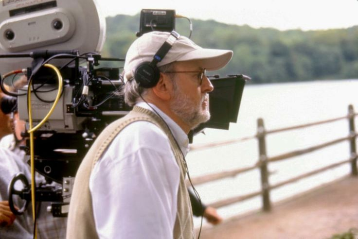 director Frank Oz, on set, 1997   Essential Gay Themed Films To Watch, In And Out http://gay-themed-films.com/watch-in-and-out/