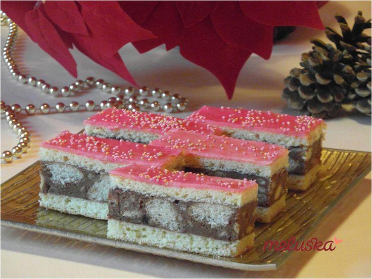 Rózsaszín, rumos sütemény