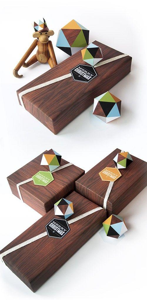 Geometrikus ajándékkísérők, egy adag optikai illúzióval megspékelve. Remek!