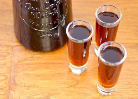 Esta es la Receta de Mistela de Ciruelas, una tradicional bebida que nos acompaña desde épocas coloniales. Recetas para fiestas patrias
