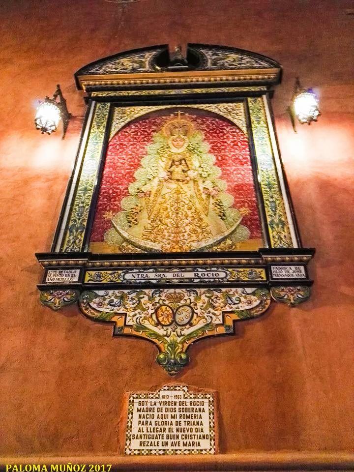 Retablo De La Virgen Del Rocío Propiedad De La Hermandad Del Rocío De Triana En La Fachada De La Parroquia De San Jacinto E Virgen Del Rocio Sevilla España