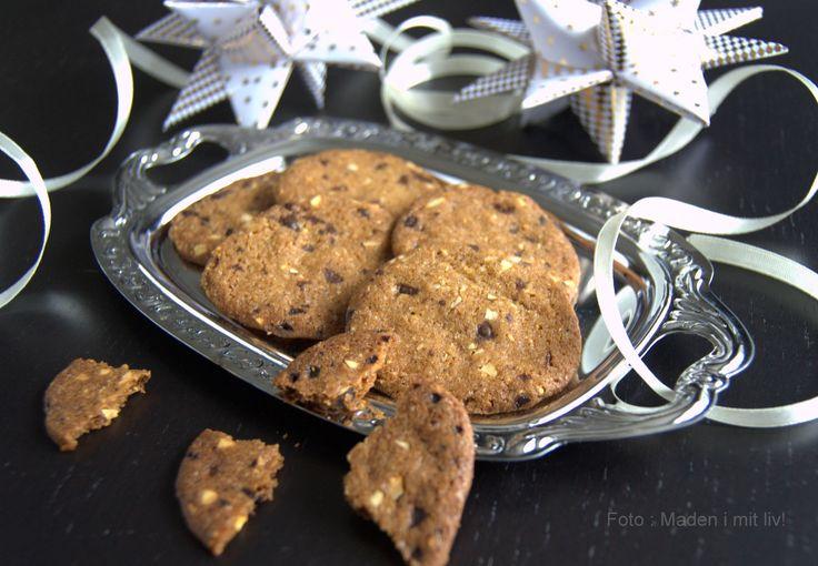 Super lækker opskrift på sprøde chokoladespecier med hasselnødder - perfekte i julens småkageskåle og selvfølgelig også resten af året.