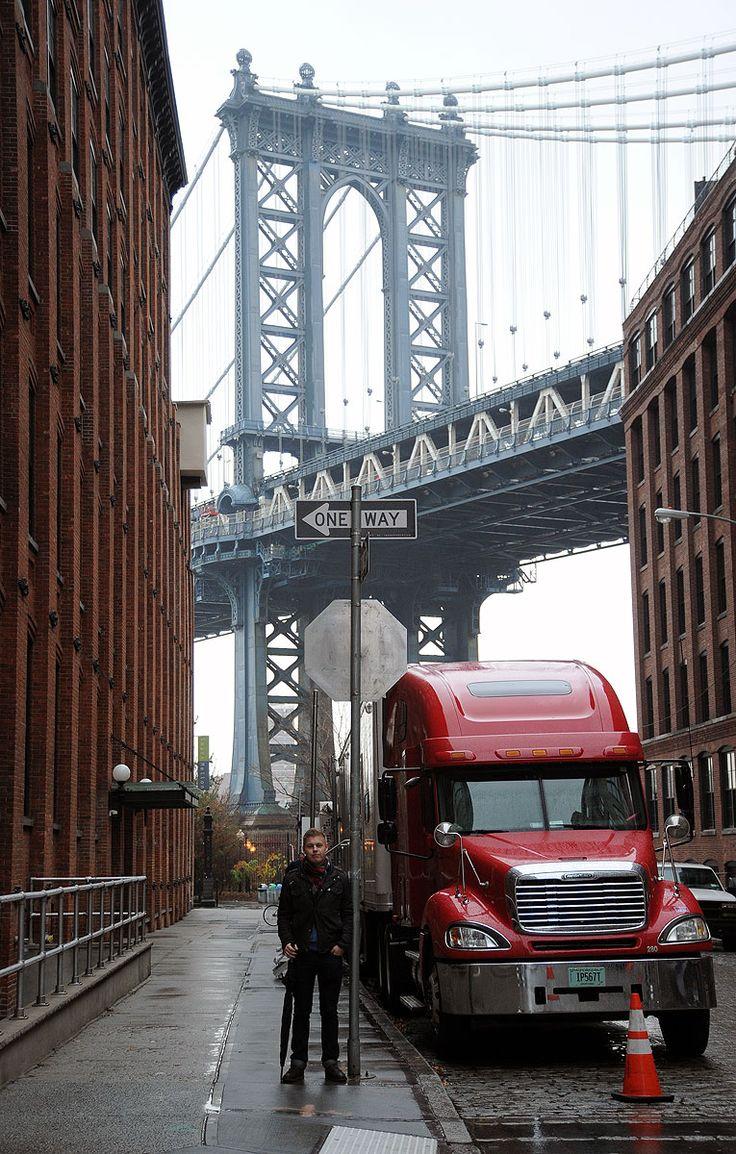 Manhattan bridge in the background.