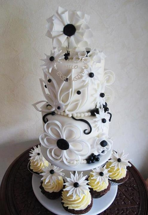 Lovely and unique cake with quilling