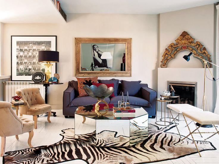 Un apartamento reformado con clase... El salón tiene un aire teatral, y el mix de piezas de estilo diferentes crean un dinamismo que no pierde la elegancia.