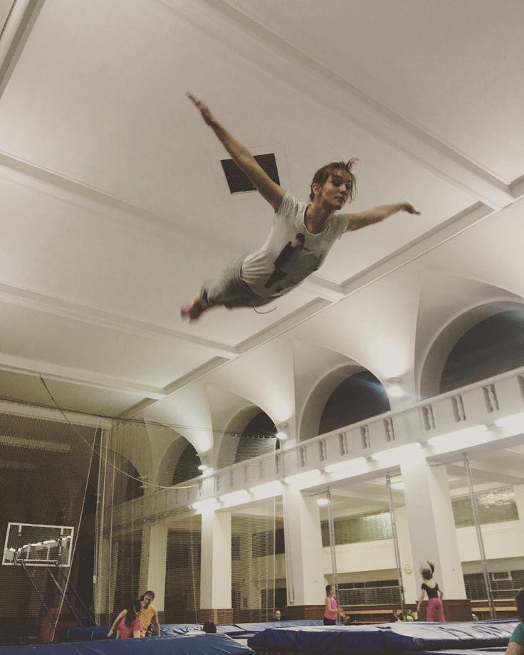 Flyyyyyyyyyyy awayyyy!😊😊😊😊😊#justjump #jumping #trampoline #acrobation #fun @trampolinypraha @berda4ever #adventure #actress #hanavagnerova #lovemylife