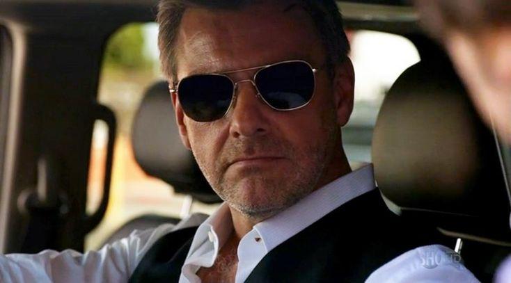 Dans la saison 7 de la série Dexter, Ray Stevenson est Isaak Sirko et porte les lunettes aviator Original Pilot d'American Optical. Retrouvez les lunettes aviator d'AO Eyewear sur : www.aoeyewear.fr