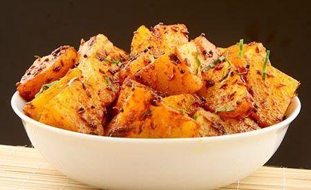 Indische Bratkartoffeln -> https://www.zentrum-der-gesundheit.de/indische-bratkartoffeln.html#utm_sguid=177591,f72ff160-20e7-5ea7-1cf9-91bcead61ec1 #gesundheit #ernaehrung #rezept #vegan #bratkartoffeln #kartoffeln #indisch
