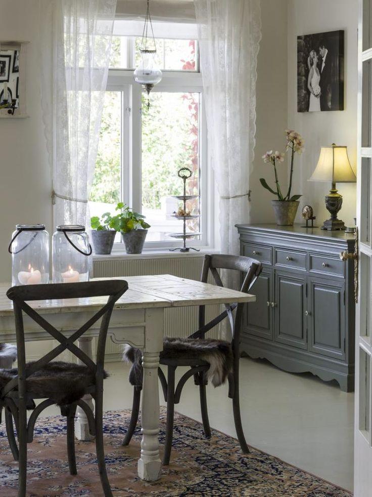 Byg en reol omkring døråbningen mellem din stue og spisestue. på ...