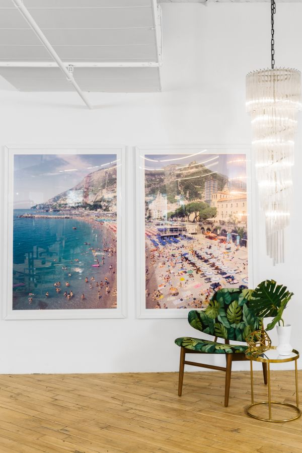 Tropical palm leaf office decor: http://www.stylemepretty.com/living/2017/03/08/tour-an-office-that-fully-embraces-bold-and-beautiful-wallpaper/ Photography: Julia Robbs - http://juliarobbs.com/