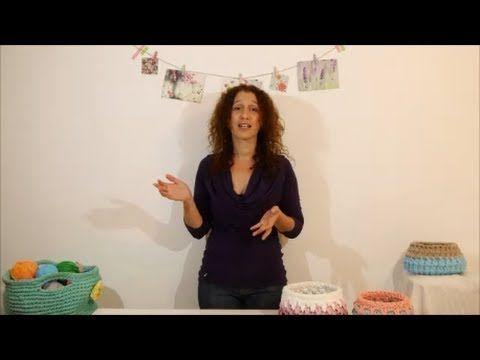 עושה עיניים - דוגמת איקסים בחצאי עמודים (Sc Cross stitch) - YouTube OsaEinaim - Knitting the sc cross stitch wiith trapillo t-shirt yarn