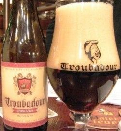 Cerveja Troubadour Obscura, estilo Dry Stout, produzida por De Proefbrouwerij, Bélgica. 8.5% ABV de álcool.