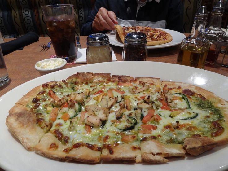 Chicken flatbread pizza @ Boston's Restaurant and Sports bar, The Gourmet Pizza near Little Rock, Arkansas Airport (in the Holiday Inn)   SUPER DELICIOUS!!!