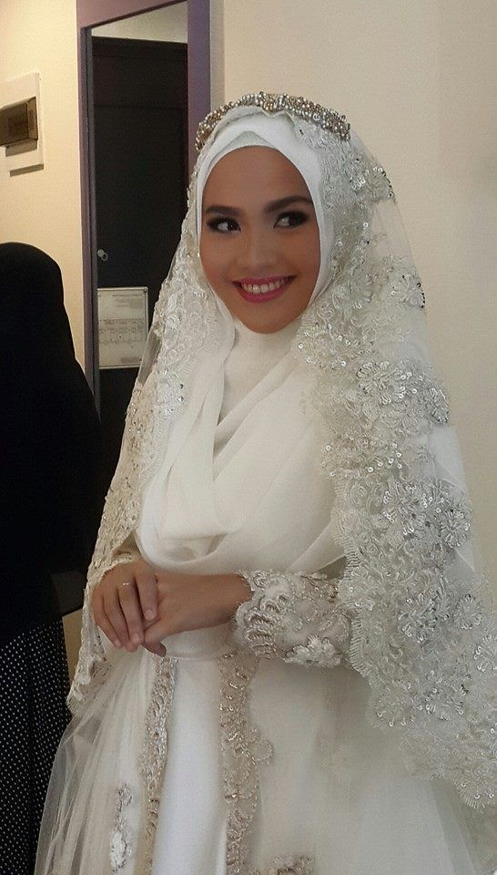 Beautiful syar'i bride  Designed by Norma Hauri (Indonesia)  https://www.facebook.com/photo.php?fbid=971020966255061&set=a.597854736905021.1073741829.100000414996007&type=1&theater