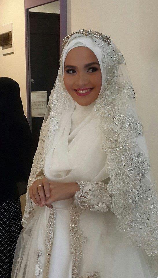 Pin oleh Ika Nurhayati di Muslim Wedding Dress Ideas ...