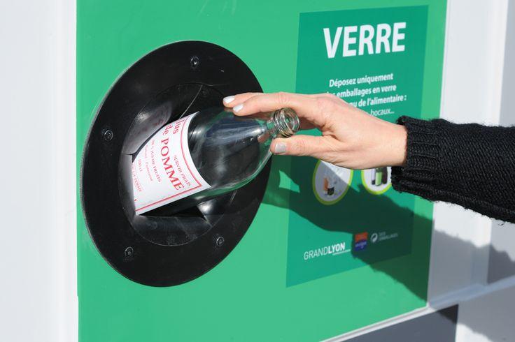 La Métropole de Lyon fait rimer collecte du verre et recherche contre le cancer. Actuellement, chaque habitant du Grand Lyon trie 19,5 kg de verre par an, soit la moitié de la quantité que l'on pourrait recycler. © Jacques Léone