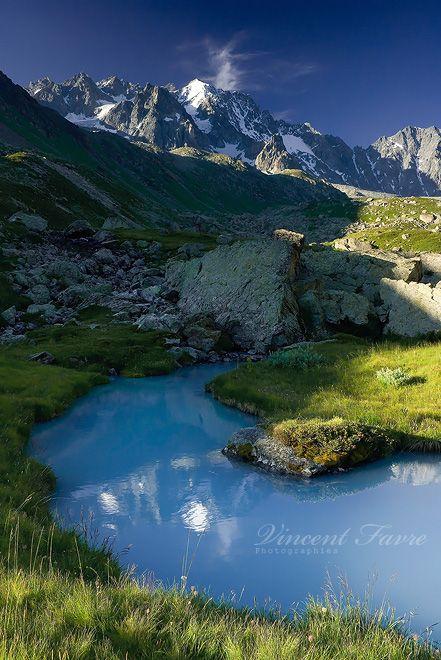 ✯ Le Parc national des Écrins est le cinquième parc national français, (91 800 hectares), créé en 1973. Il est situé dans les Alpes et compte une centaine de sommets à plus de 3000 mètres et une quarantaine de glaciers (couvrant environ 17 000 hectares). France
