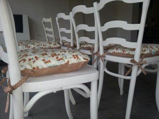 Vintage stoelen met zelfgemaakte kussens