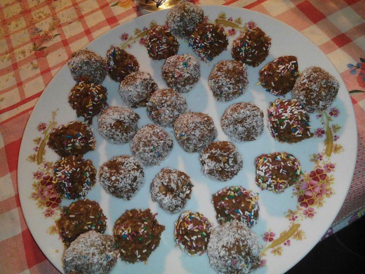 Palline di biscotto e cioccolato.