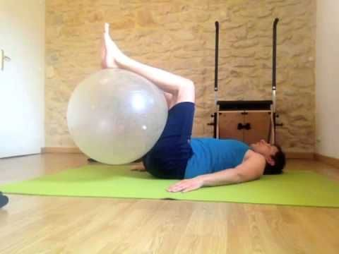 Exercice 4 obliques, hanches affinées - Gym Ball - Domyos - YouTube