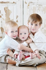18 Creative Family Picture Poses - haven't looked at them, but there might be a good idea or 2 in the bunch! (Of course, I'm not a professional, so they'd never sit this still for me! LOL)