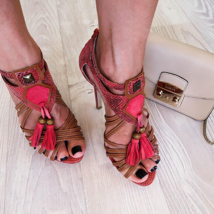 Coral heels Tassel Heels Tan heels Neutral Furla Bag @thelustlife_